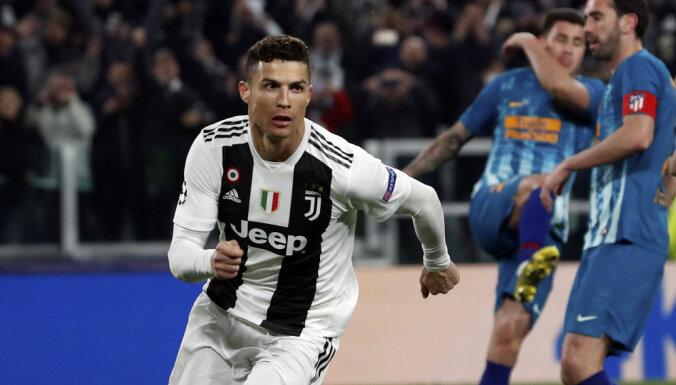 Ronaldu 'pendeles' glābj 'Juventus' no zaudējuma