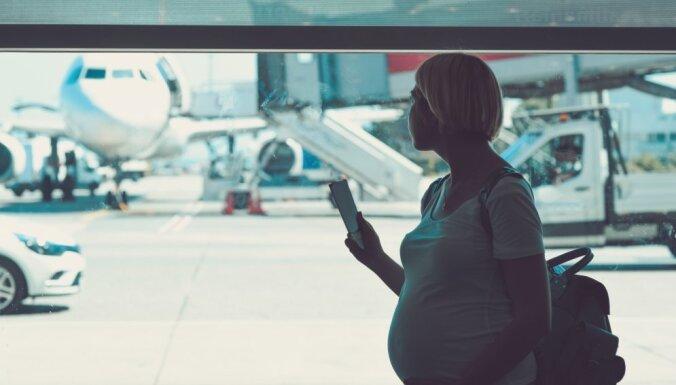 Ar auto vai lidmašīnu: kas jāievēro, ceļojot grūtniecības laikā
