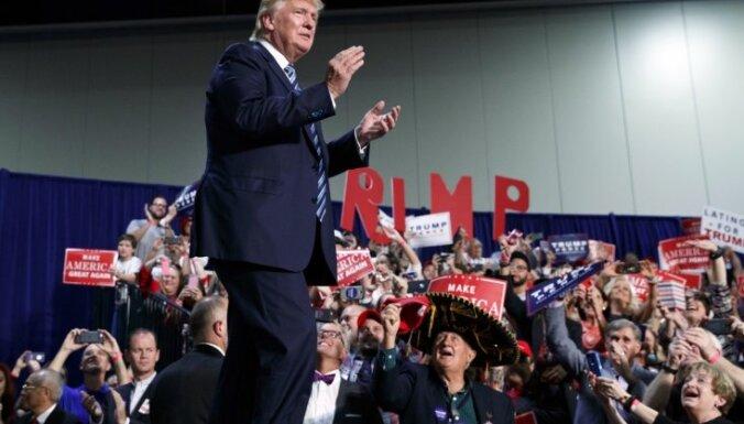 Atbalsts Trampam zemāks nekā bijis jebkuram citam ASV prezidentam, secināts aptaujās