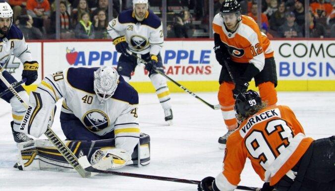 Girgensona pārstāvētā 'Sabres' komanda turpina zaudējumu sēriju NHL