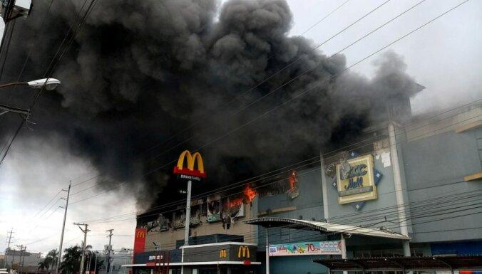 Ugunsgrēkā Filipīnu lielveikalā, iespējams, gājuši bojā 37 cilvēki