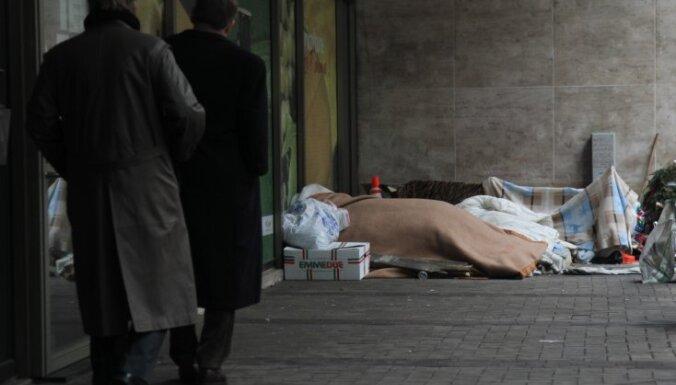 В зоне риска бедности или отчужденности— 650 тысяч латвийцев