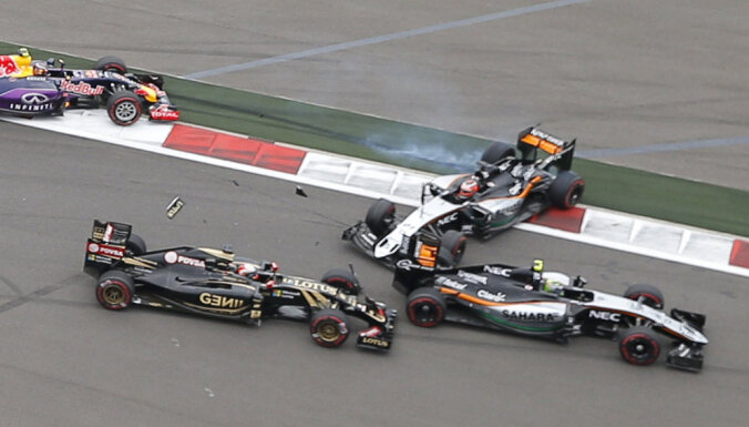 "Хэмилтон выиграл тысячную гонку Формулы-1, Квята наказали за ""поцелуй"""