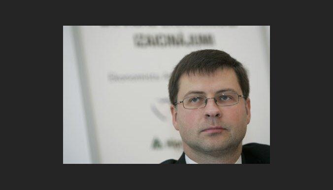 Dombrovskis: Satversmes 81. pants nav jāatjauno