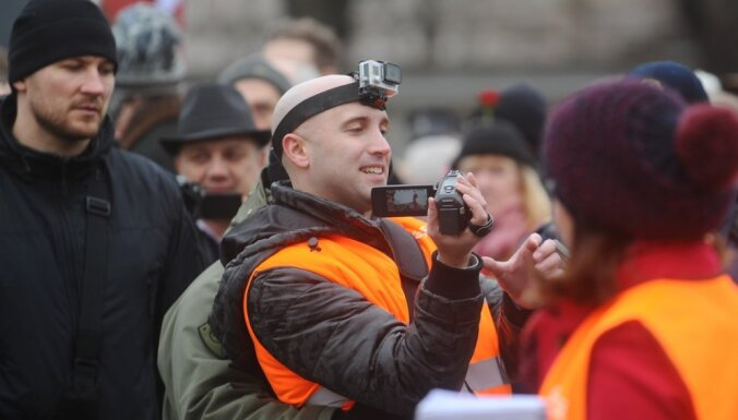 Украина просит Британию лишить скандального блогера Филлипса загранпаспорта