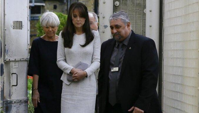 Foto: Hercogiene Katrīna paslepus viesojas cietumā