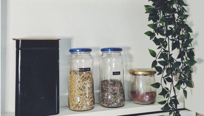 Revīzija virtuvē: tējas un kafijas plaukta organizēšana