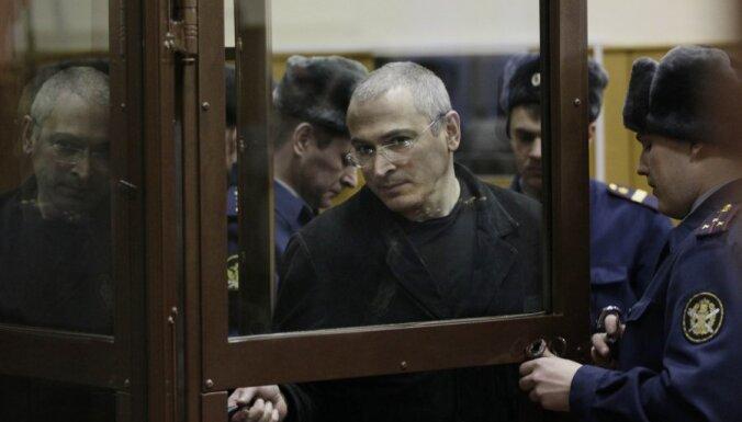 Starptautiskā sabiedrība asi nosoda Hodorkovskim piespriesto cietumsodu
