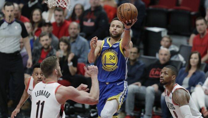 'Warriors' pagarinājumā uzvar 'Trail Blazers' un piekto gadu pēc kārtas iekļūst NBA finālā