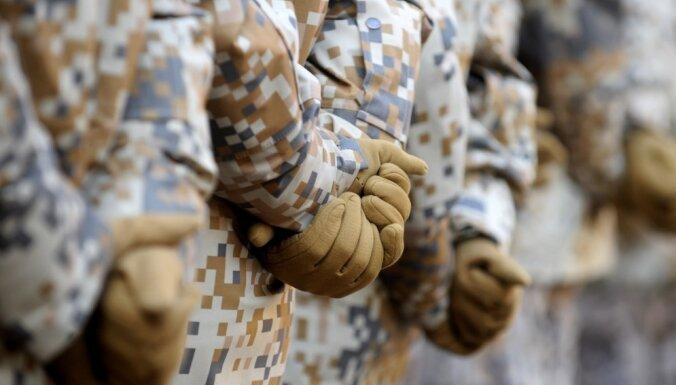 Par 850 eiro algu šogad militārajā dienestā plānots uzņemt 710 karavīrus