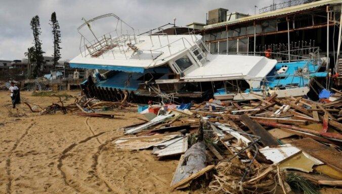 Foto: Kā viesuļvētra 'Mangkhut' izpostījusi Honkongas ielas
