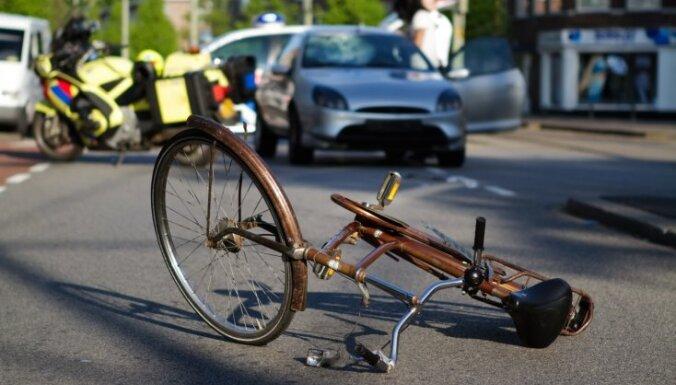В Пардаугаве сбит велосипедист: полиция ищет свидетелей ДТП