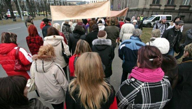 Учителя в марте устроят акции протестов, если не получат гарантий повышения зарплат