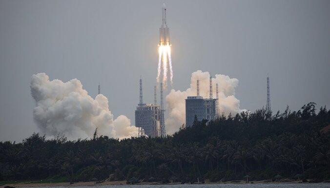 Tuvākajās dienās uz Zemes varētu nogāzties fragmenti no Ķīnas nesējraķetes