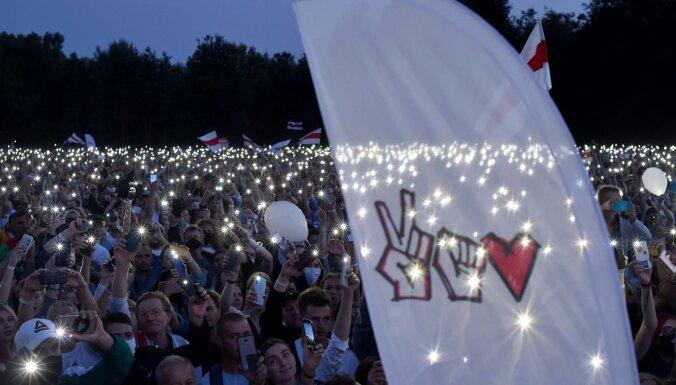 ФОТО. Выборы в Беларуси: на митинг Светланы Тихановской в Минске собрались десятки тысяч