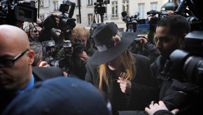 Modes dizaineram Galjāno par antisemītiskajiem izteikumiem prasa 10 000 eiro lielu naudas sodu