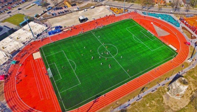 ФОТО: В Цесисе открылся стадион, реновация которого обошлась в 2,8 млн евро