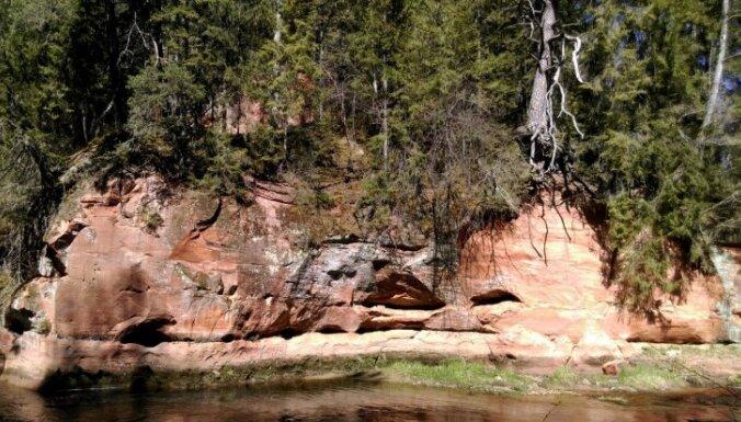 Zvārtes ieža meklējumos: pārgājiens gar Amatas upes lokiem