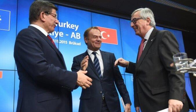 ЕС и Турция согласовали отмену виз в обмен на помощь с беженцами