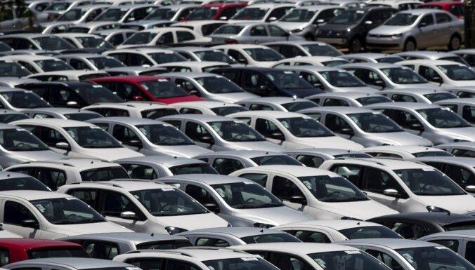 Raidījums: 'Volkswagen' dīleri Latvijas iestādēs organizējuši iepirkumus amatpersonu vietā