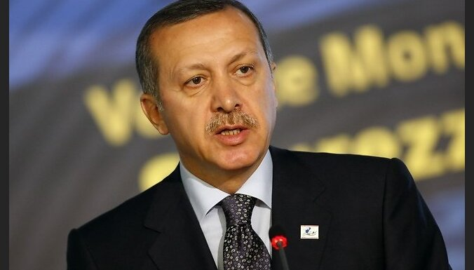 epa01936239 Turkey's Prime Minister Recep Tayyip Erdogan speaks at a U.N. Food and Agriculture Organisation (FAO) food security summit in Rome November 17, 2009. The United Nations opened its world food summit on Monday by saying that a climate change dea