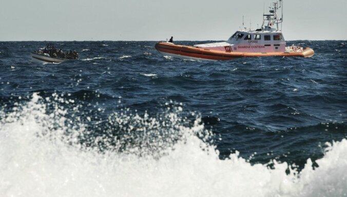 Itālijas un Maltas kuģi nedēļas nogalē pārtvēruši vairāk nekā 800 imigrantus