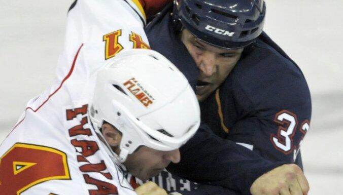 """Кошмарное возвращение Ивананса в НХЛ — 0:9 от """"Бостона"""""""