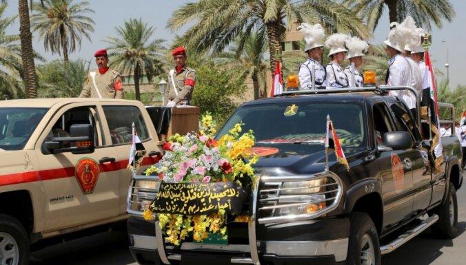 Pašnāvnieks spridzinātājs pie Ramādī nogalina divus armijas ģenerāļus