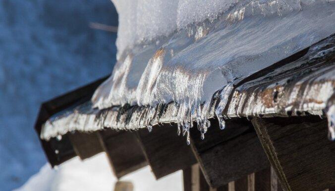 Пологую крышу дома тоже нужно подготовить к зиме: на что обратить внимание?