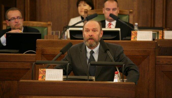 Buzajevam neizdodas 'mantojumā' atstāt parlamentāro darbu vairākās valodās