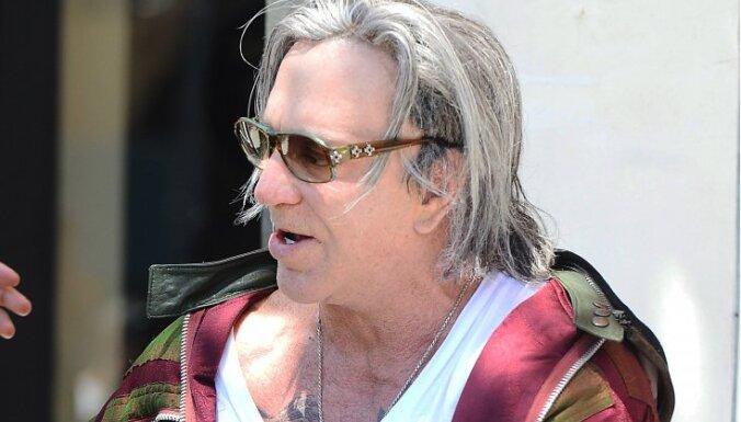 Mikijs Rūrks ar plastiskajām operācijām sabendējis seju līdz nepazīšanai
