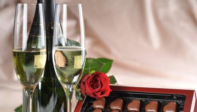 В загсах Риги больше не предлагают шампанское; пить можно вне помещений