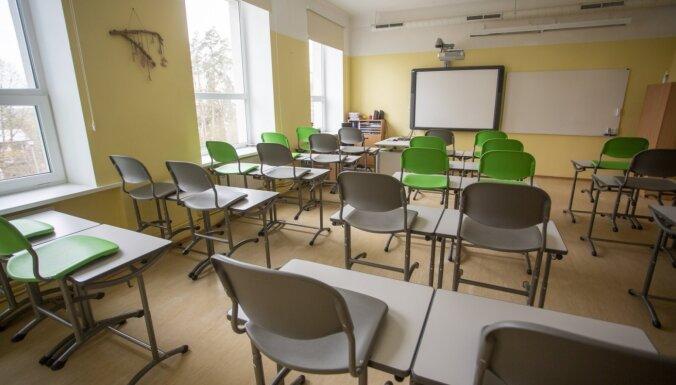 Министр образования: около 1000 педагогов могут уйти из профессии из-за требования обязательной вакцинации