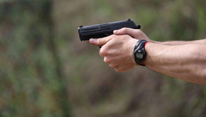 В Иманте ранен мужчина: нападавшие скрылись на Mercedes Benz