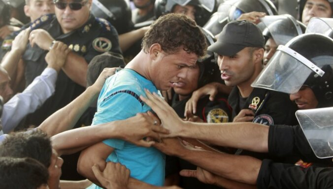 Ēģiptē izraisās sadursmes saistībā ar Mubaraka prāvu