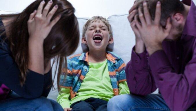 Septiņi piemēri, kā vecāki parāda infantilitāti attiecībās ar bērniem