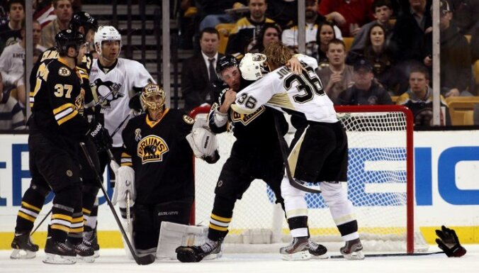 'Bruins' bez Daugaviņa piekāpjas 'Penguins' vienībai