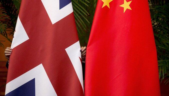 Lielbritānija izraidījusi Ķīnas spiegus, kuri uzdevās par žurnālistiem