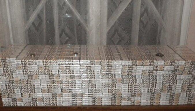 VID kravas vilciena konstrukcijās atklāj 60 tūkstošus kontrabandas cigarešu