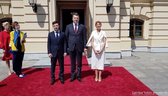 """Зеленский надеется, что Латвия останется """"адвокатом Украины"""""""