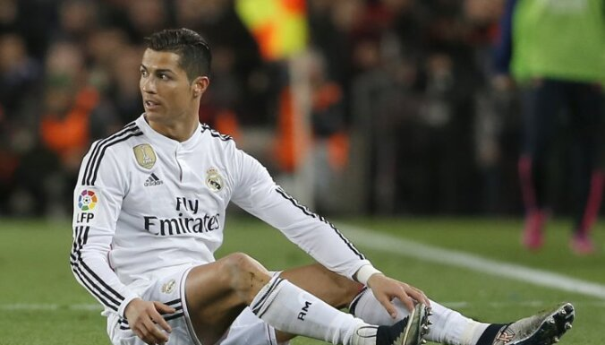 """ВИДЕО: Роналду забил 300-й гол за """"Реал"""" и получил желтую за симуляцию"""
