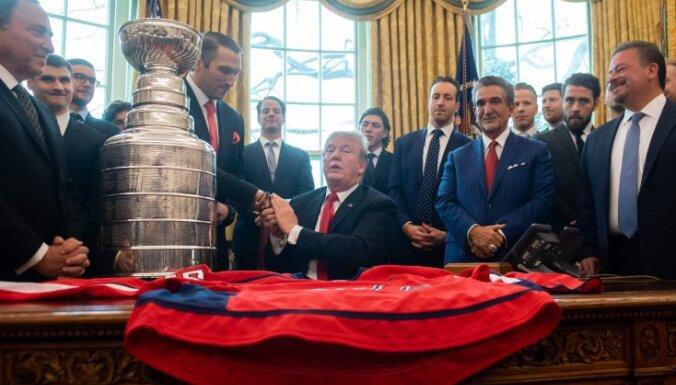 ФОТО: Трамп восхитился руками Овечкина и подарил хоккеисту M&M's