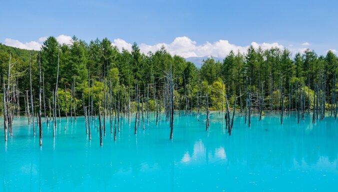 Savdabīgi zili, zaļi un rozā: valdzinoši ezeri visā pasaulē