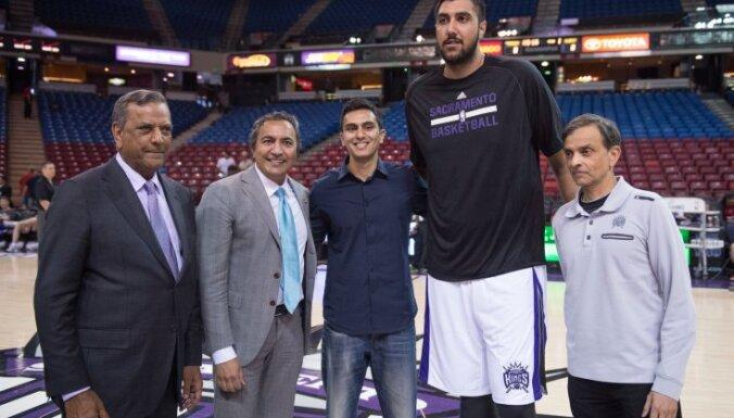 Sacramento Kings center Sim Bhullar