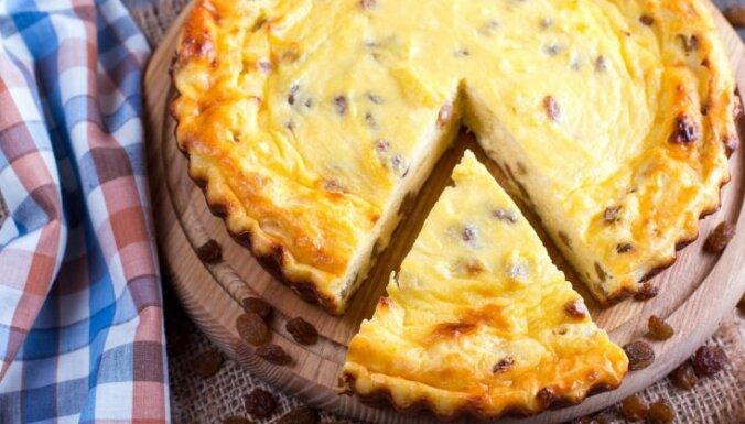 Laiks pazīstamām garšām – 20 biezpiena sacepumu un kūku receptes