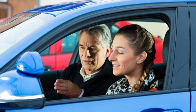Собрано 10 000 подписей за возобновление уроков вождения и экзаменов в автошколах