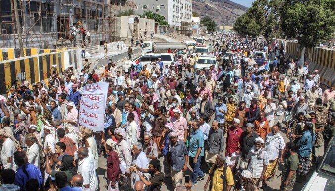 Protestētāji ielauzušies prezidenta pilī Jemenā