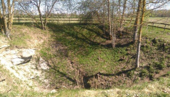 Neparastā Biržu apkārtne, kur govs iekrīt zemē un sērūdens dziedē