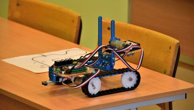 Roboti ienāk Kalupes pamatskolā