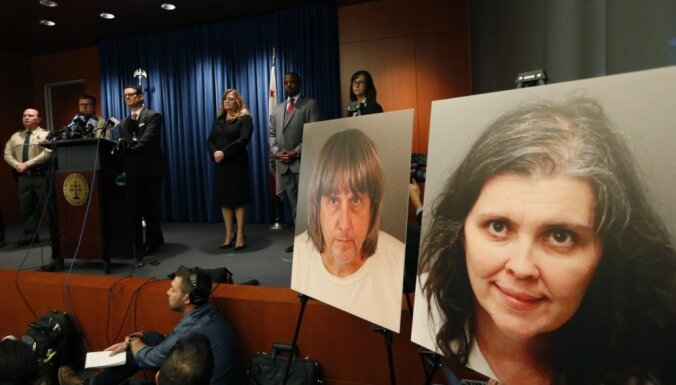 Родители, державшие 13 детей в цепях, заявили о невиновности